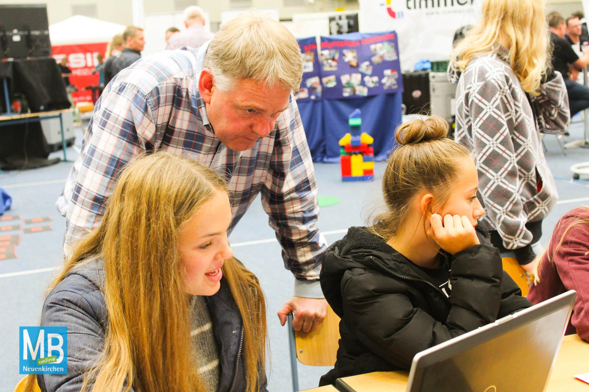 15. Berufswahlmesse an der Emmy-Noether-Schule mit regionalen Unternehmen. | Foto: Kaumanns