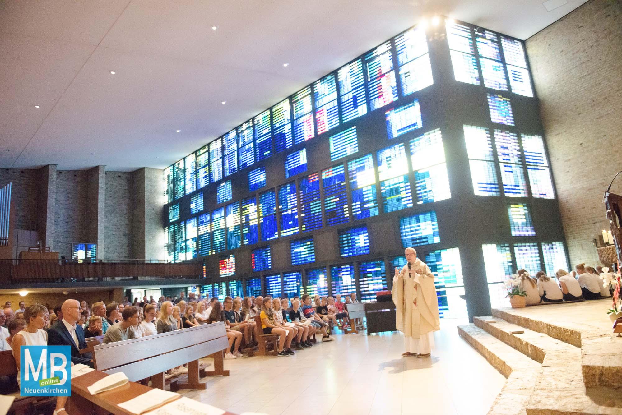 Gottesdienst zur Begrüßung der neuen Klassen 5 am Arnold-Janssen-Gymnasium. | Foto: AJG/Lohmann