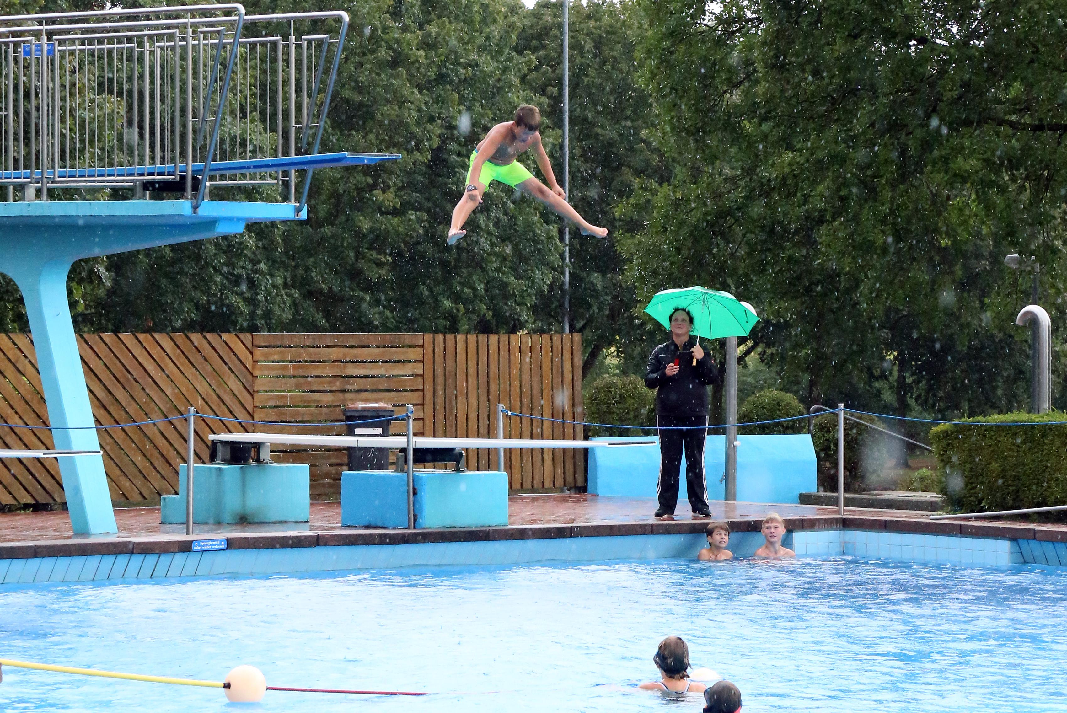 Tolle Wettbewerbe beim Sommerferienprogramm der Gemeinde Neuenkirchen im Naturfreibad. | Fotos:  Stefan Kösters
