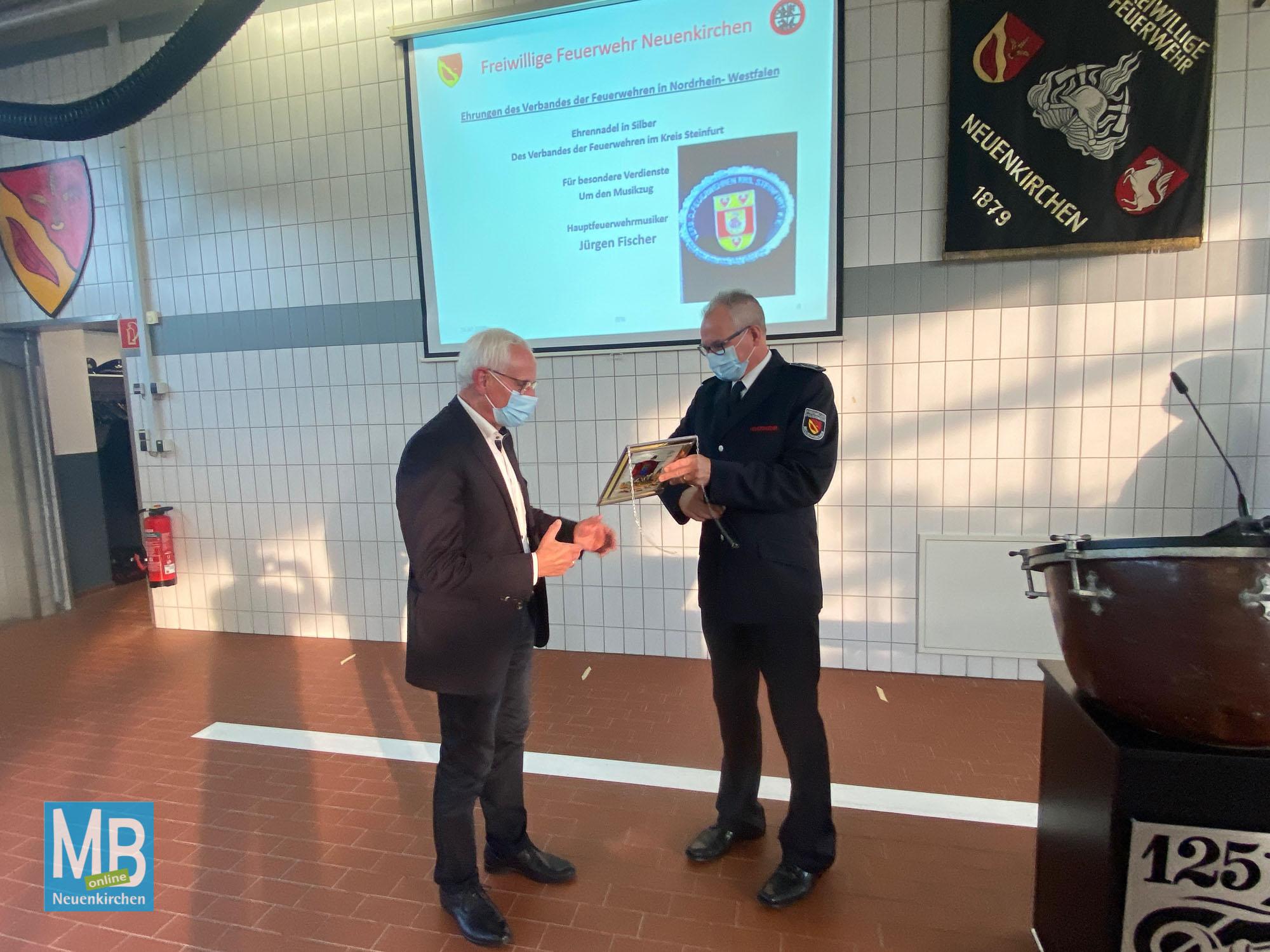 Beförderungen und Ehrungen bei der Freiwilligen Feuerwehr Neuenkirchen im Oktober 2020 | Foto: Heuermann