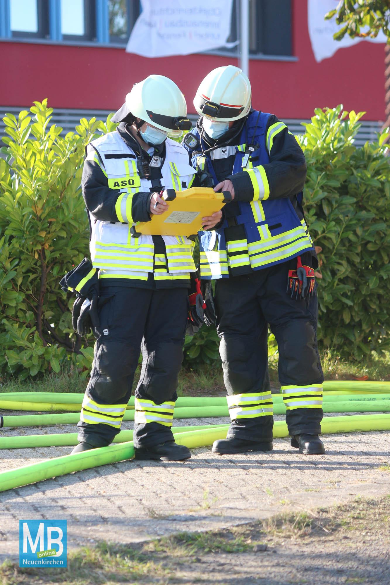 Feuerwehreinsatz am Samstagnachmittag an der Salzbergener Straße in Neuenkirchen. | Fotos: Heuermann