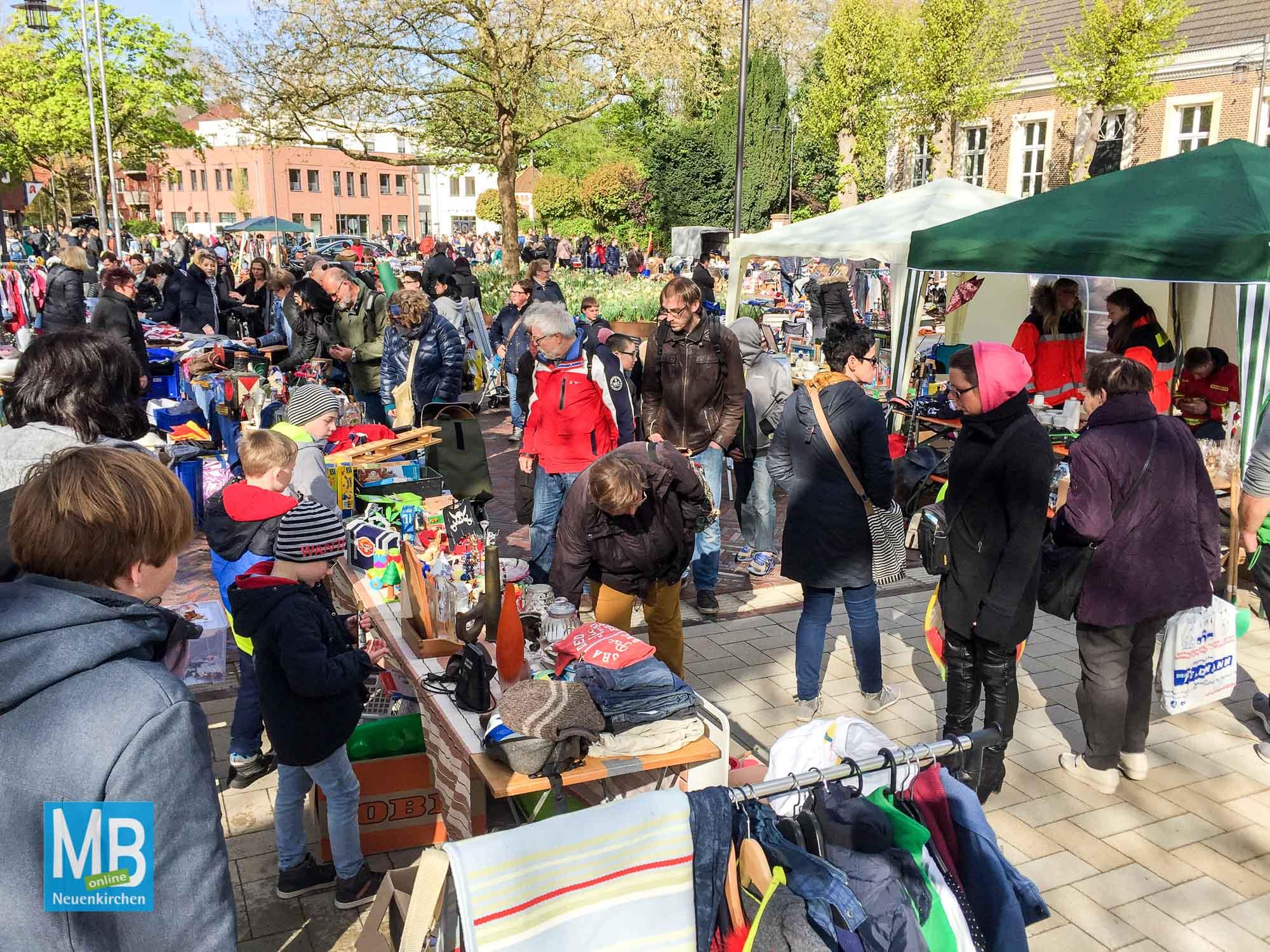 Eindrücke vom Flohmarkt.   Foto: Stefan Klausing