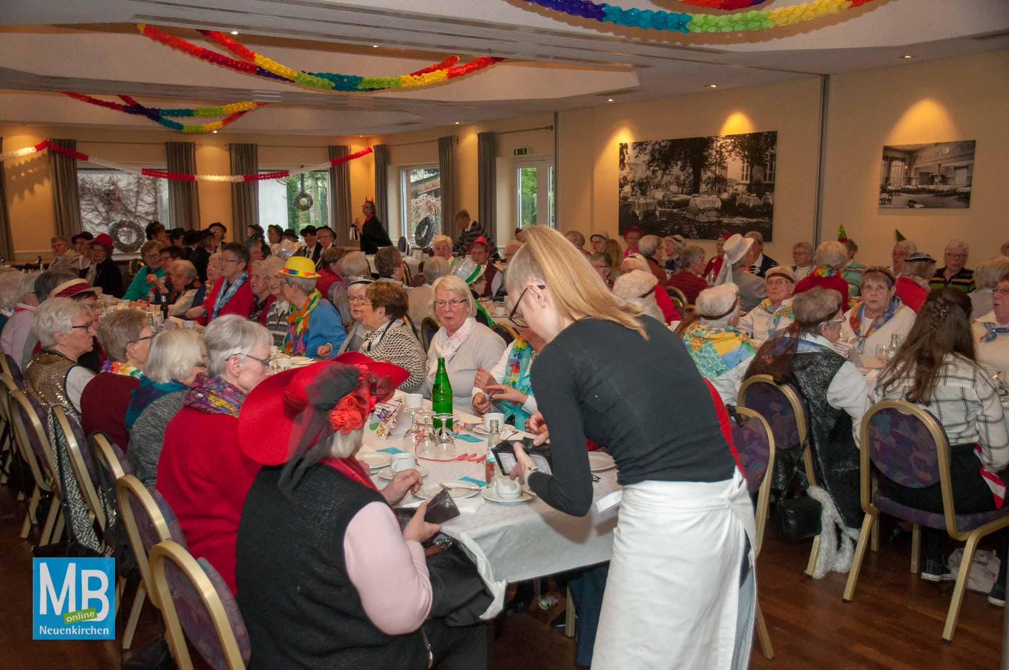 Das war der Frauenkarneval der KFD St. Anna 2018 am Donnerstagnachmittag.   Foto: Stefan Klausing