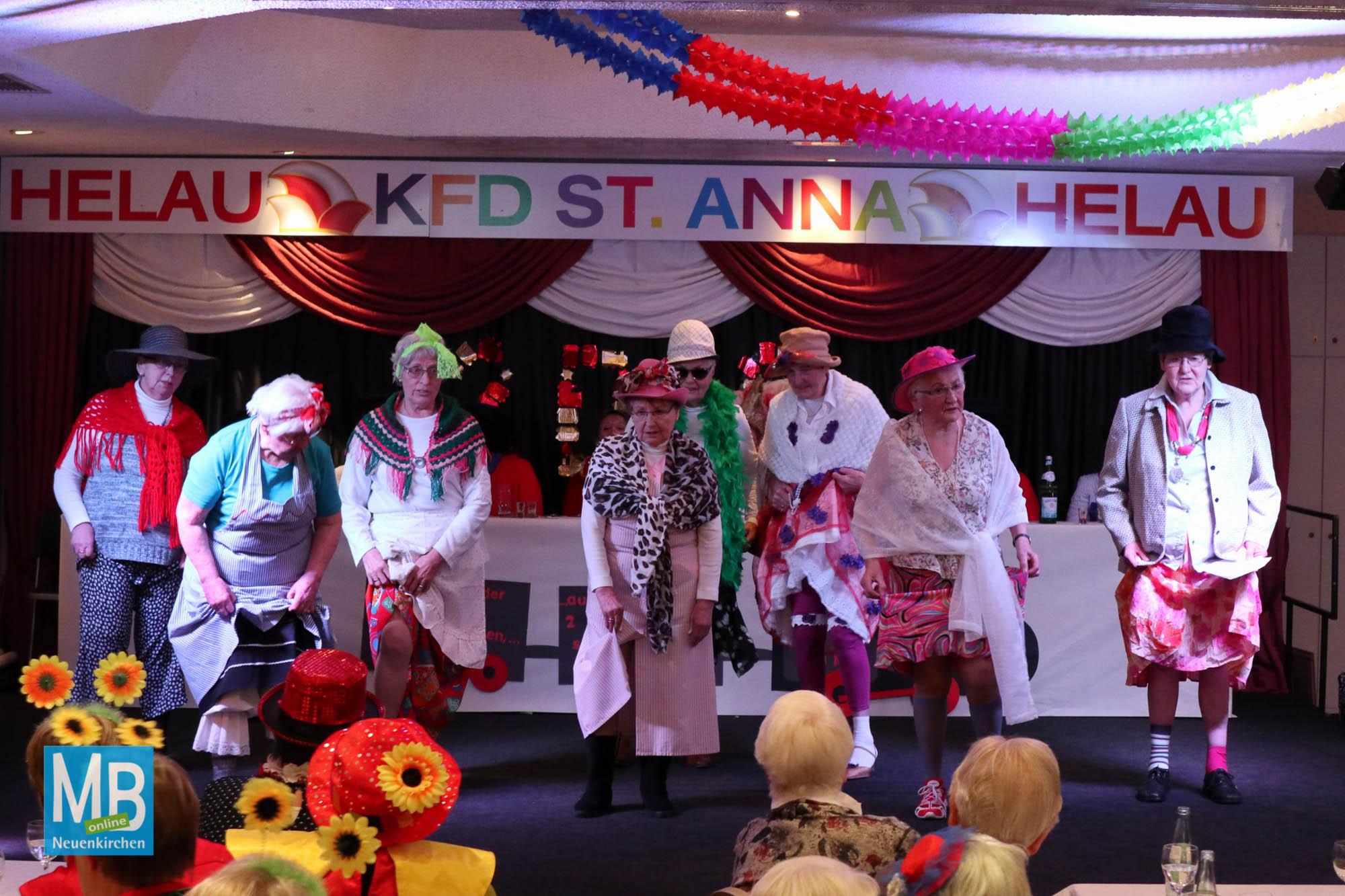 Gute Stimmung beim Karneval der kfd-Frauen Im Saal Thies in Sutrum-Harum. | Foto: Heitmann