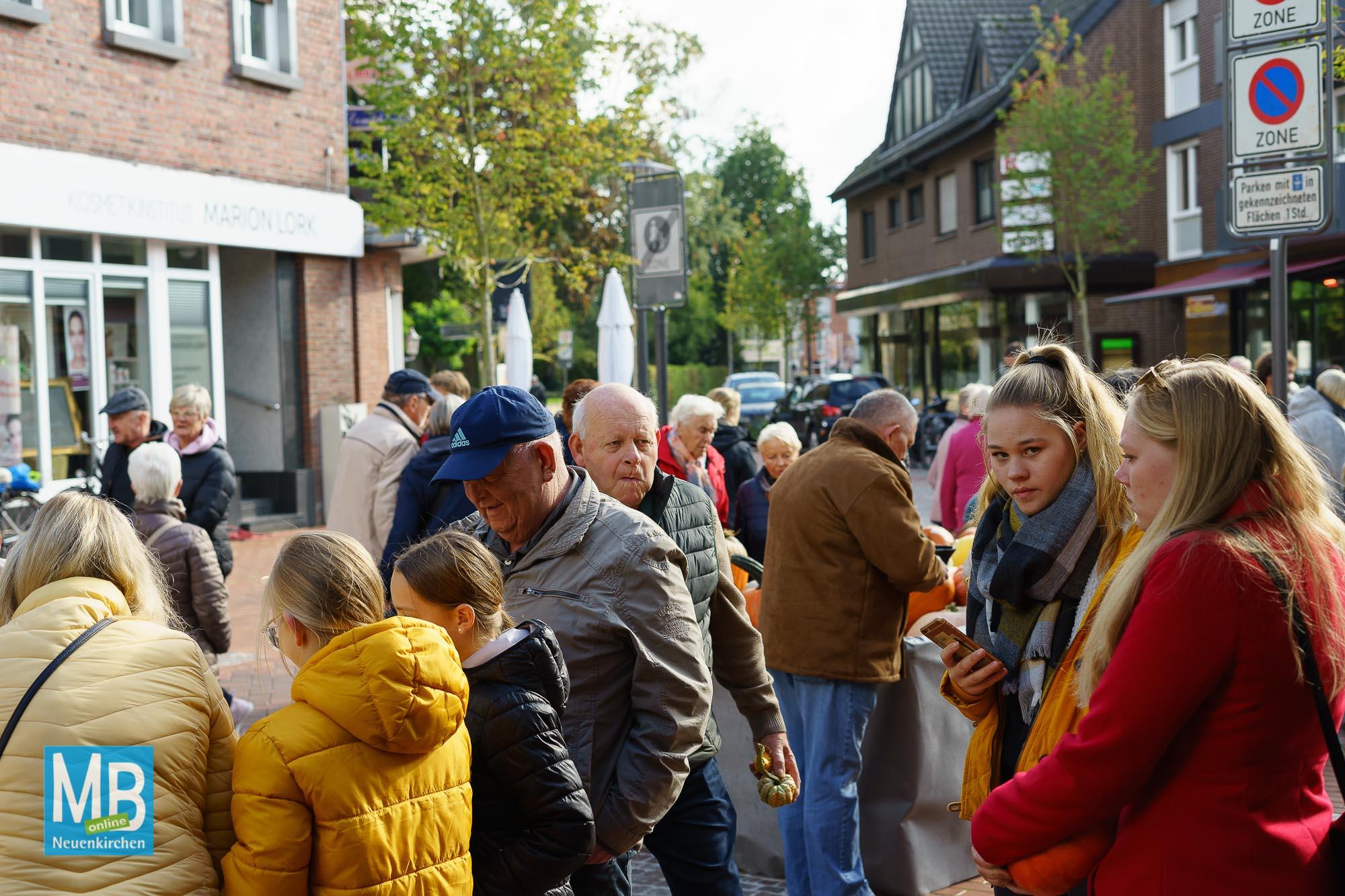 Das beliebte Kürbisfestival lockte viele Gäste ins Dorf nach Neuenkirchen. | Foto: Dale/Koers