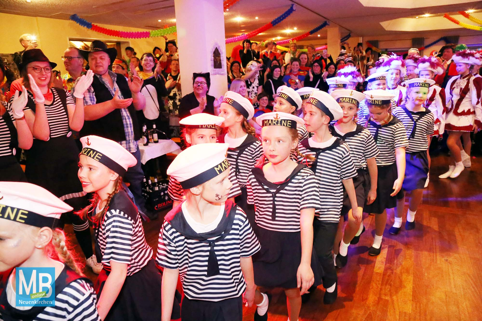 Tolle Stimmung beim Karneval des Schützenvereins Sutrum-Harum! | Foto: Stefan Kösters