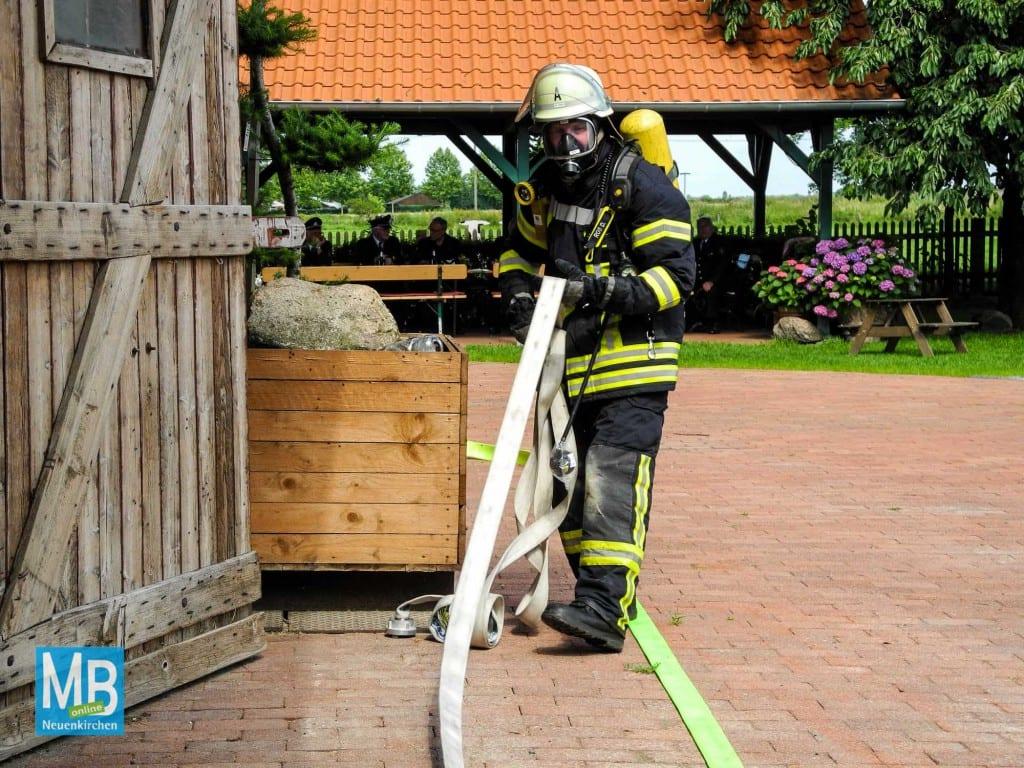 Auch mit Atemschutzgerät müssen manchmal andere Aufgaben übernommen werden.