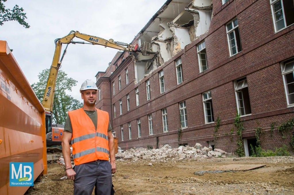 Matthias Dehmann leitet die Abrissarbieten vonseiten der Abrissfirma. | Foto: Klausing