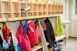 Die Garderobe hat einen eigenen Raum bekommen. | Foto: Klausing