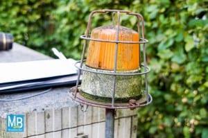 Wenn diese Lampe an der Pumpstation an ist, liegt einer Störung oder Hochwasseralarm vor. | Foto: Klausing