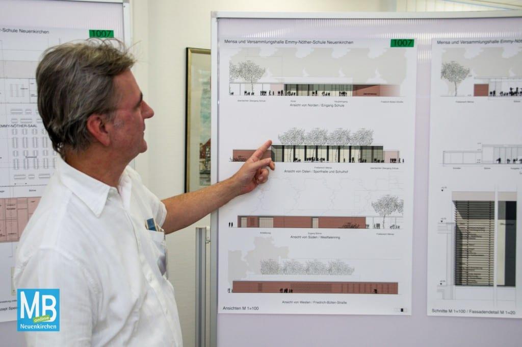 Professor Hartmut Welters stellt den ersten Preis vor. | Foto: Stefan Klausing