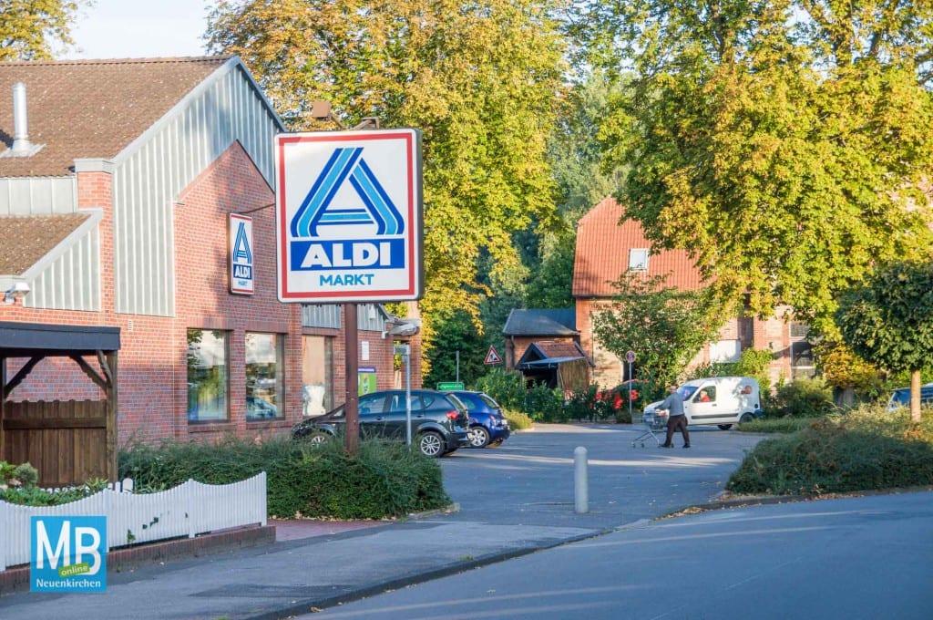Der Aldi-Markt soll von der Bahnhofstraße zum Hecking-Center umziehen.   Foto: Stefan Klausing