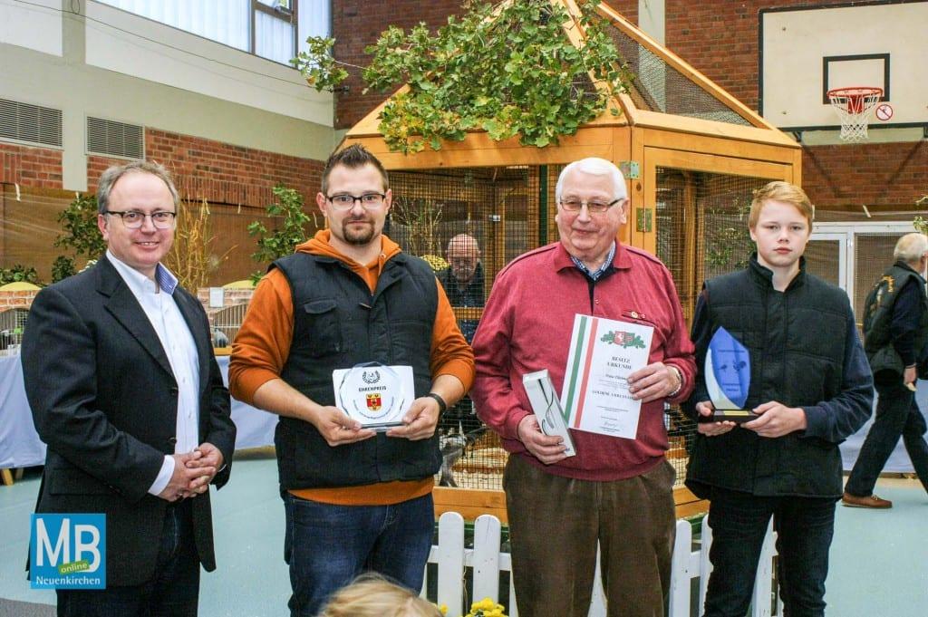Vorsitzender Stefan Deupmann (v.l.) mit den ausgezeichneten Benjamin Pape, Franz Flühtmann und Timo Wewers.   Foto: Tom Wunderlich