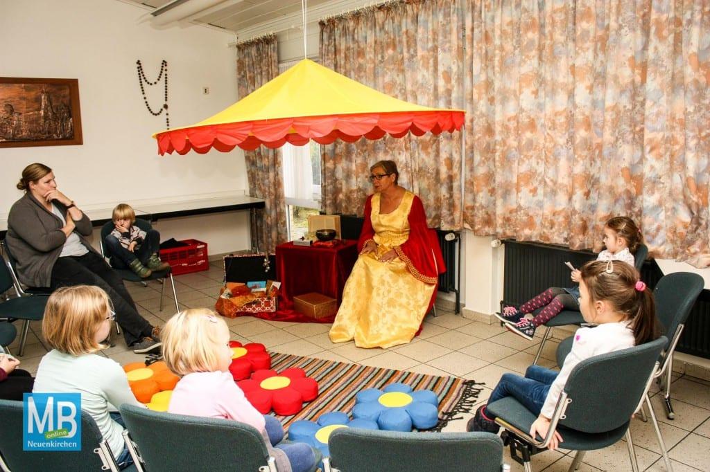 Die Märchenerzählerin begeisterte die Kinder| Foto: Tom Wunderlich