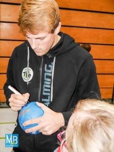 Nick Steffen bei der obligatorischen Autogrammstunde. | Foto: privat
