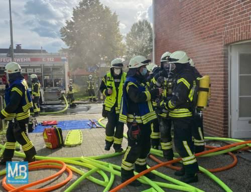 Feuerwehr hat alles im Griff bei Kellerbrand am Pastorskamp