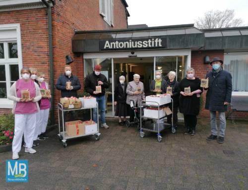 90 Nikolaustüten an die Bewohner des Antoniusstifts überreicht